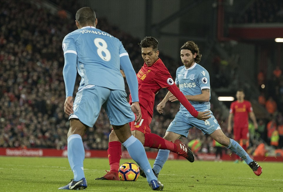 Liverpool nguoc dong thang dam Stoke City hinh anh 8