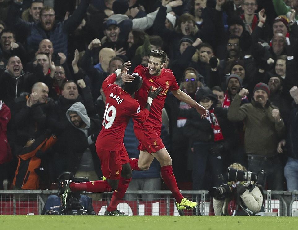 Liverpool nguoc dong thang dam Stoke City hinh anh 6