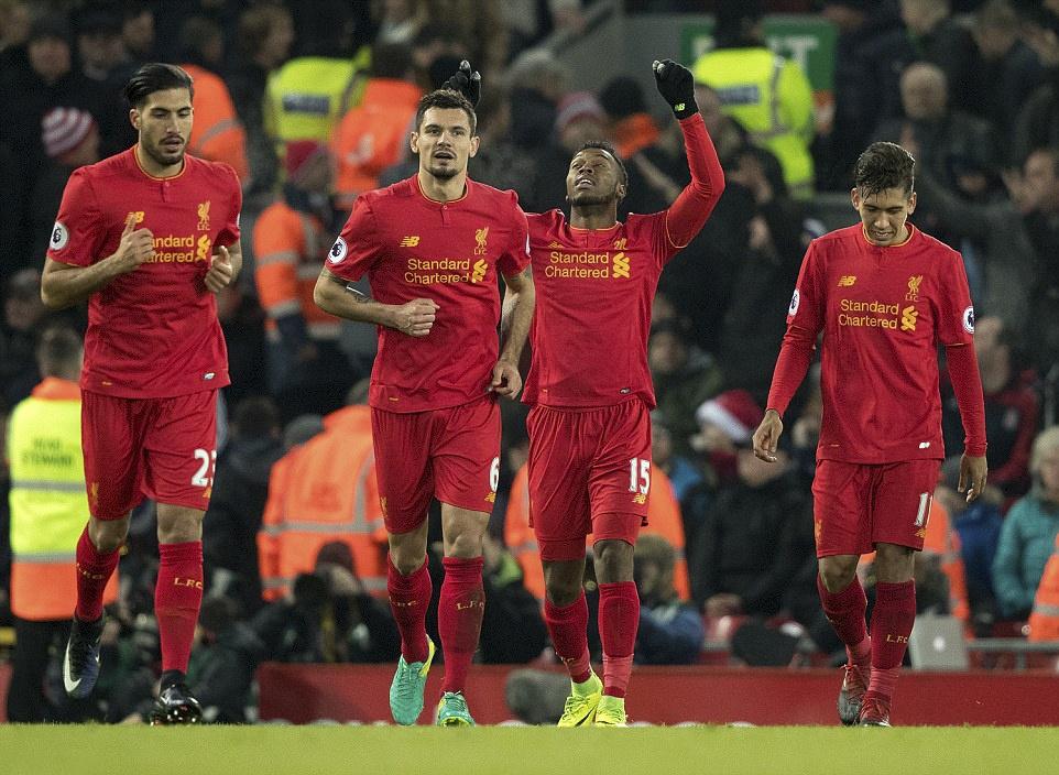 Liverpool nguoc dong thang dam Stoke City hinh anh 2