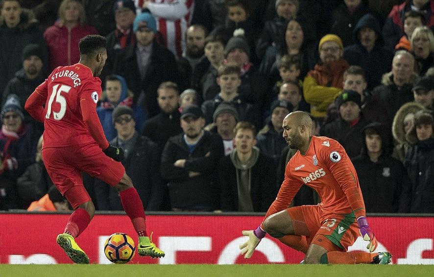 Liverpool nguoc dong thang dam Stoke City hinh anh 10