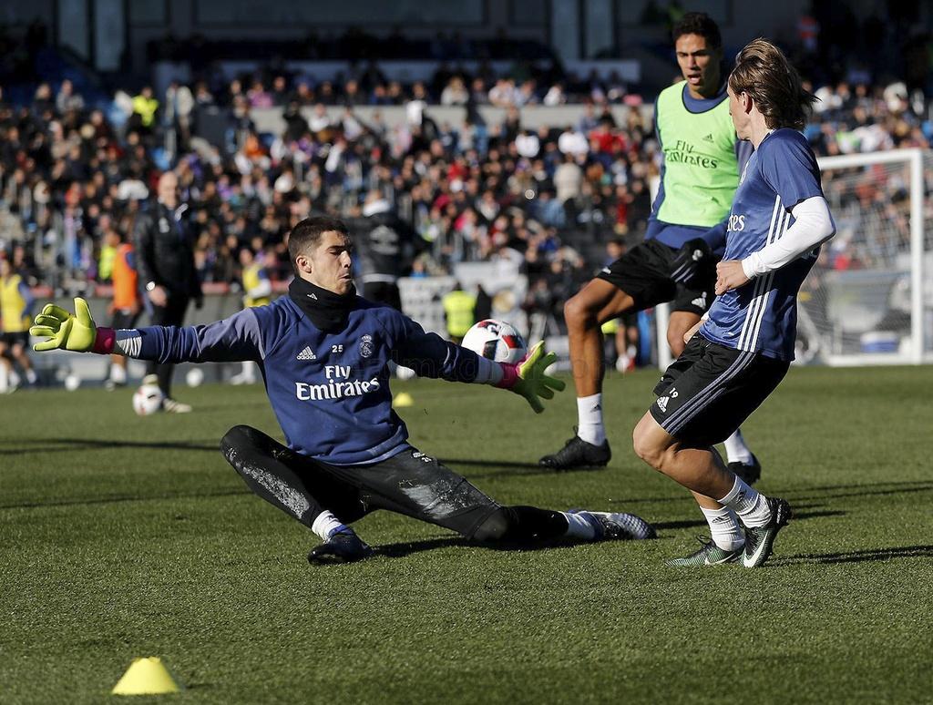 Ronaldo va dong doi tao dang vui nhon tren san tap hinh anh 7