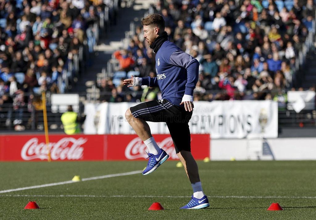 Ronaldo va dong doi tao dang vui nhon tren san tap hinh anh 10