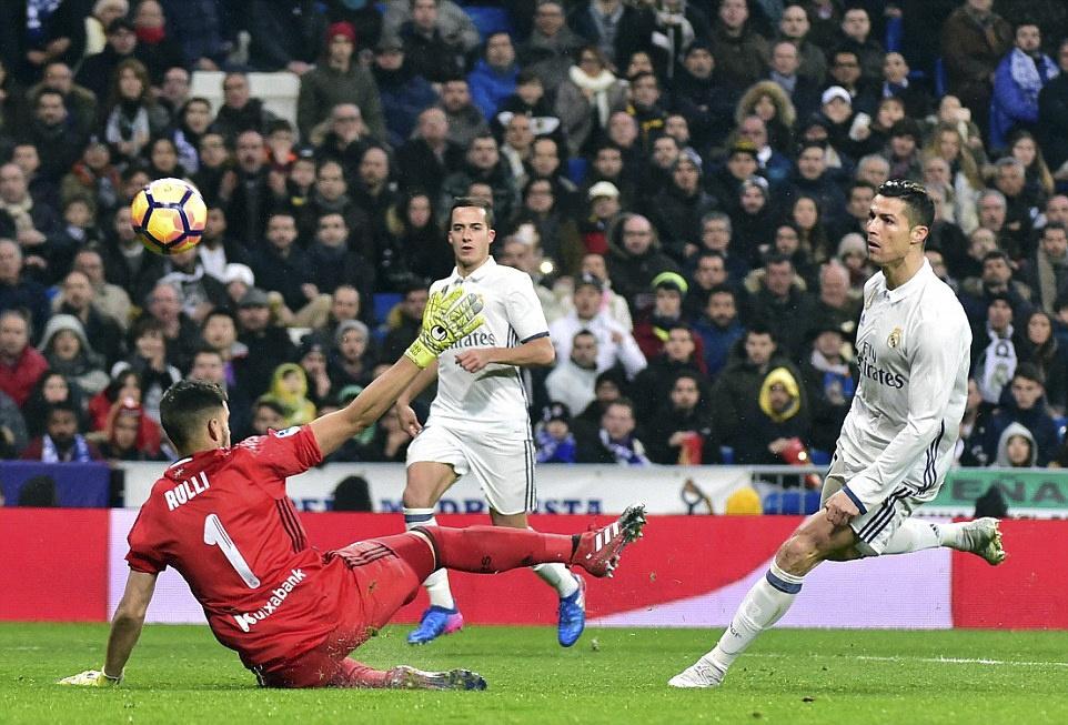 Ronaldo lap cong va kien tao giup Real thang dam Sociedad hinh anh 4