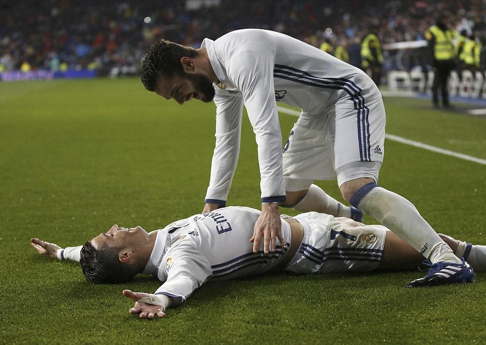 Ronaldo lap cong va kien tao giup Real thang dam Sociedad hinh anh 5