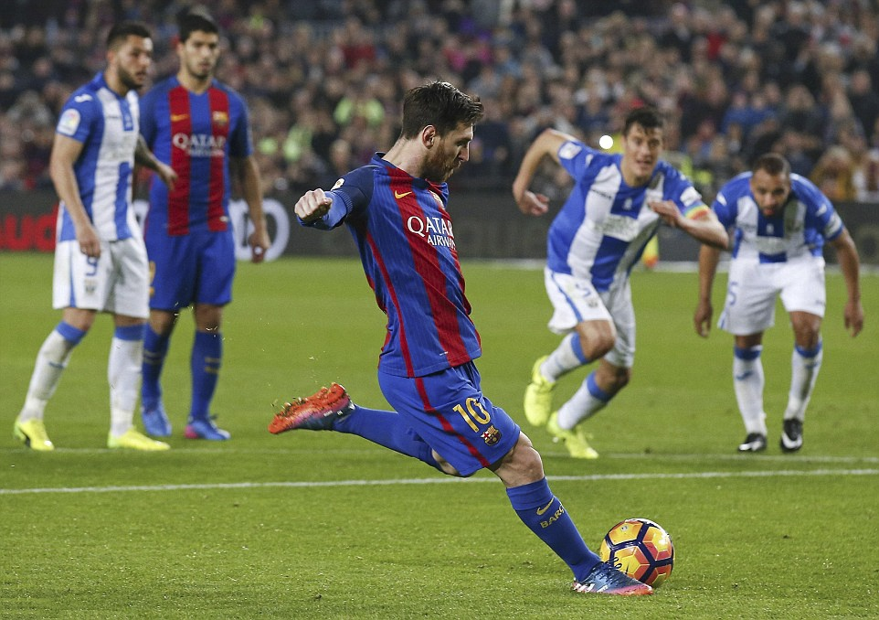 Messi lap cu dup giup Barca bam duoi Real hinh anh 4