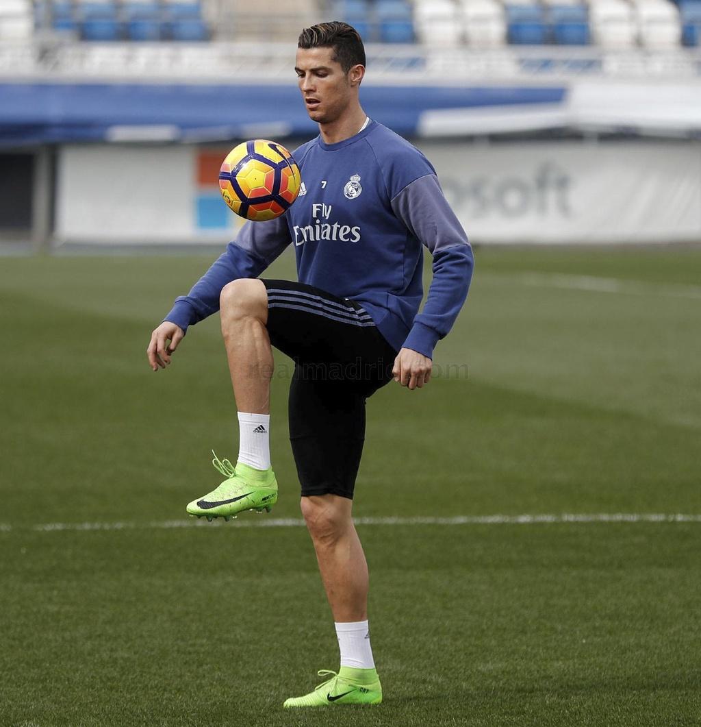 Ronaldo phai tap mot minh sau tran hoa that vong hinh anh 2