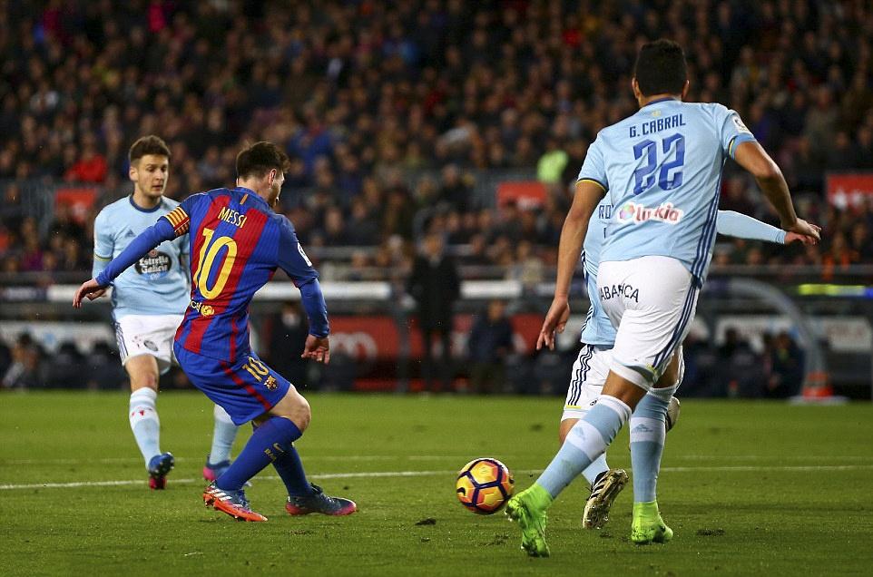 Messi lap cu dup ban thang anh 9