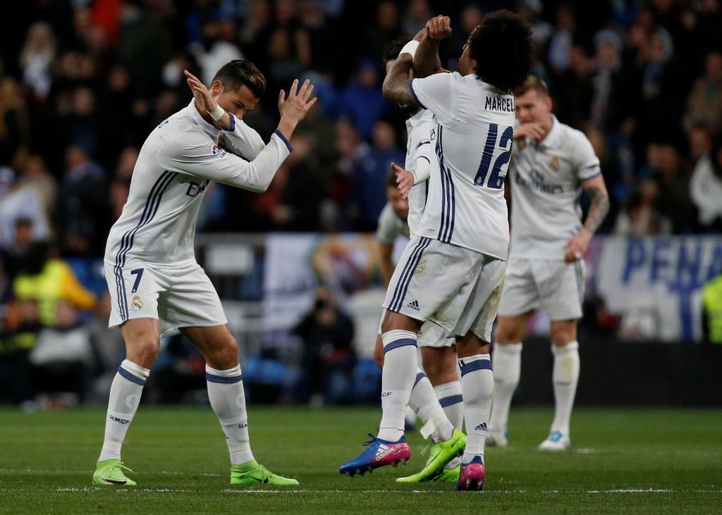 Ronaldo lap ky luc, Real doi lai ngoi dau tu tay Barca hinh anh 9