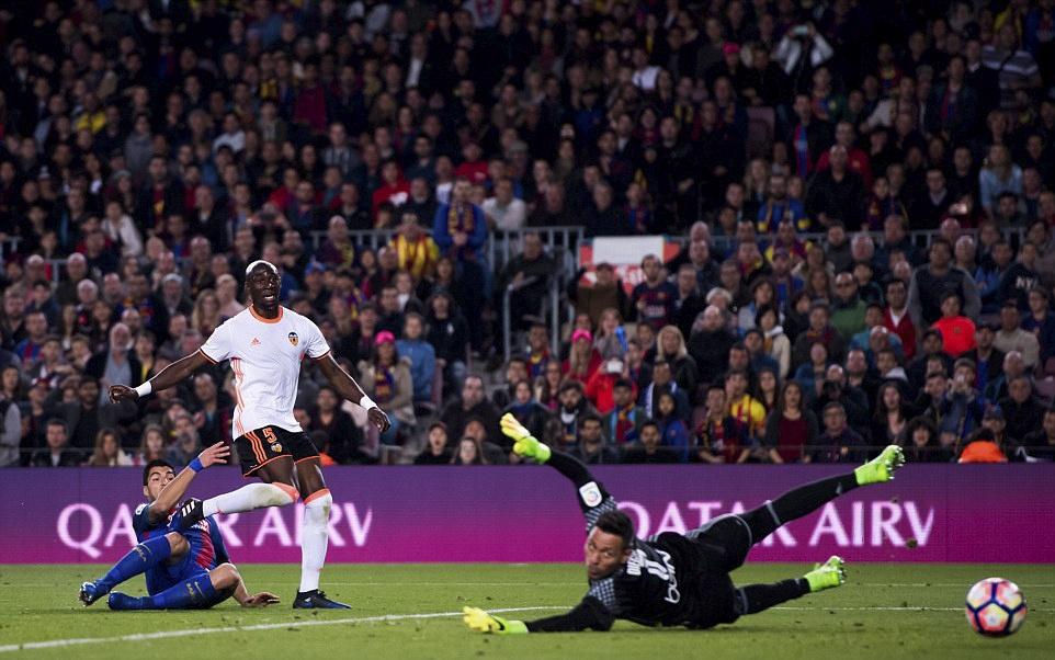 Barca nguoc dong thang Valencia 4-2 anh 4