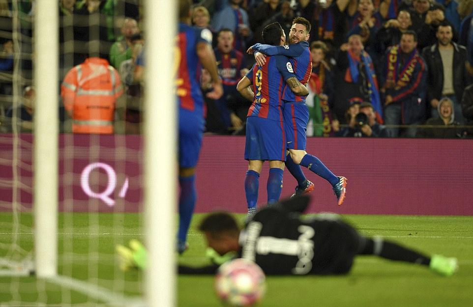 Barca nguoc dong thang Valencia 4-2 anh 9