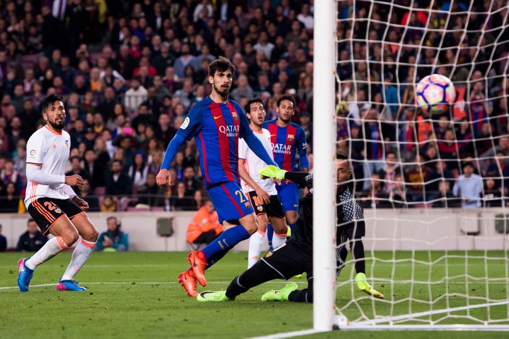 Barca nguoc dong thang Valencia 4-2 anh 12