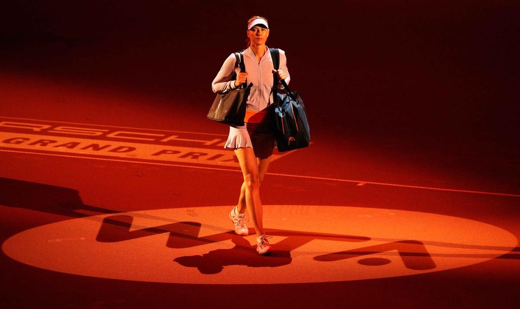 Sharapova tro lai an tuong sau 15 thang bi cam thi dau hinh anh 1