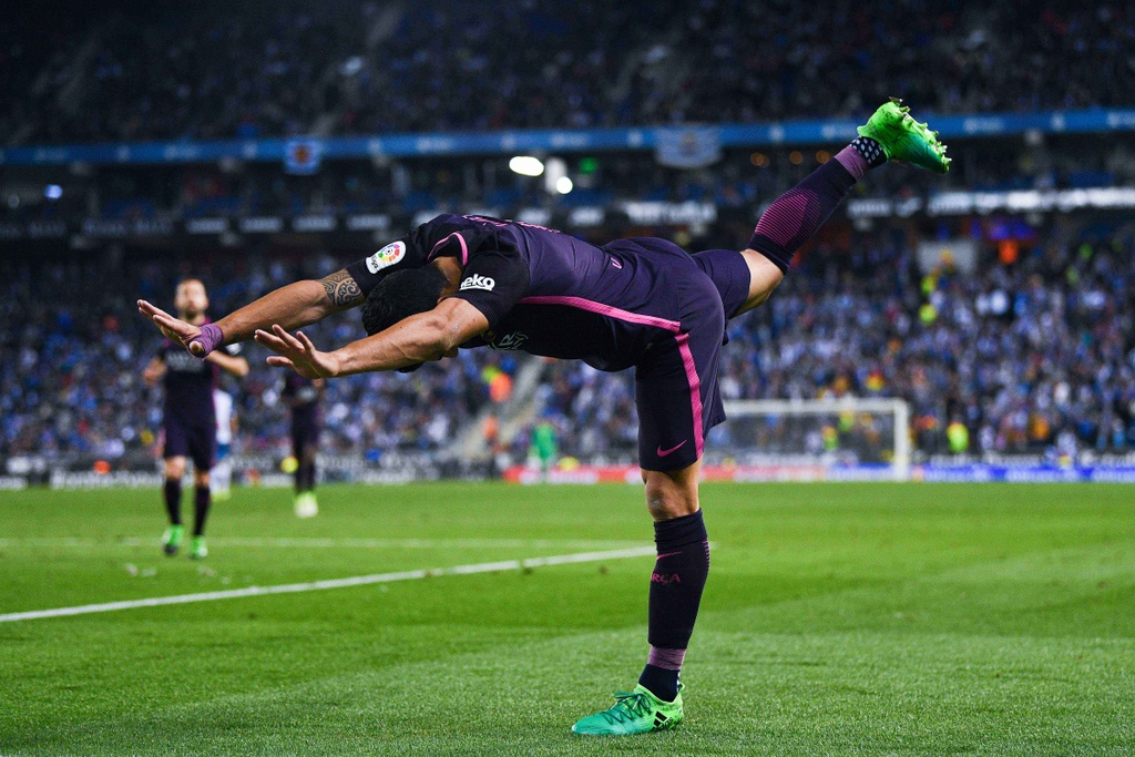 Luis Suarez lap cu dup, Barca giu vung ngoi dau hinh anh 4