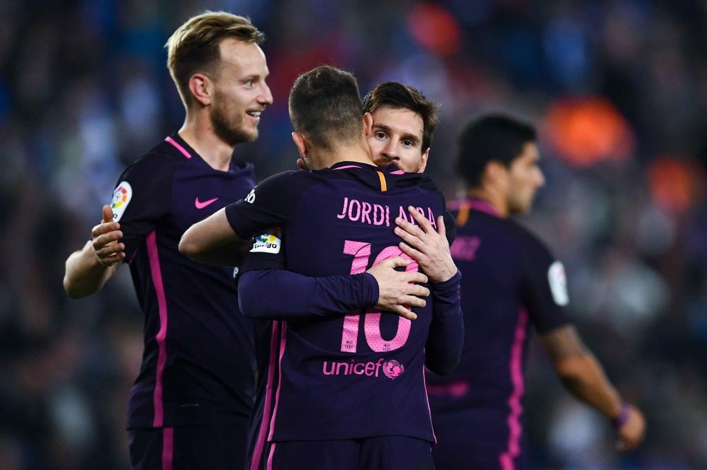 Luis Suarez lap cu dup, Barca giu vung ngoi dau hinh anh 5