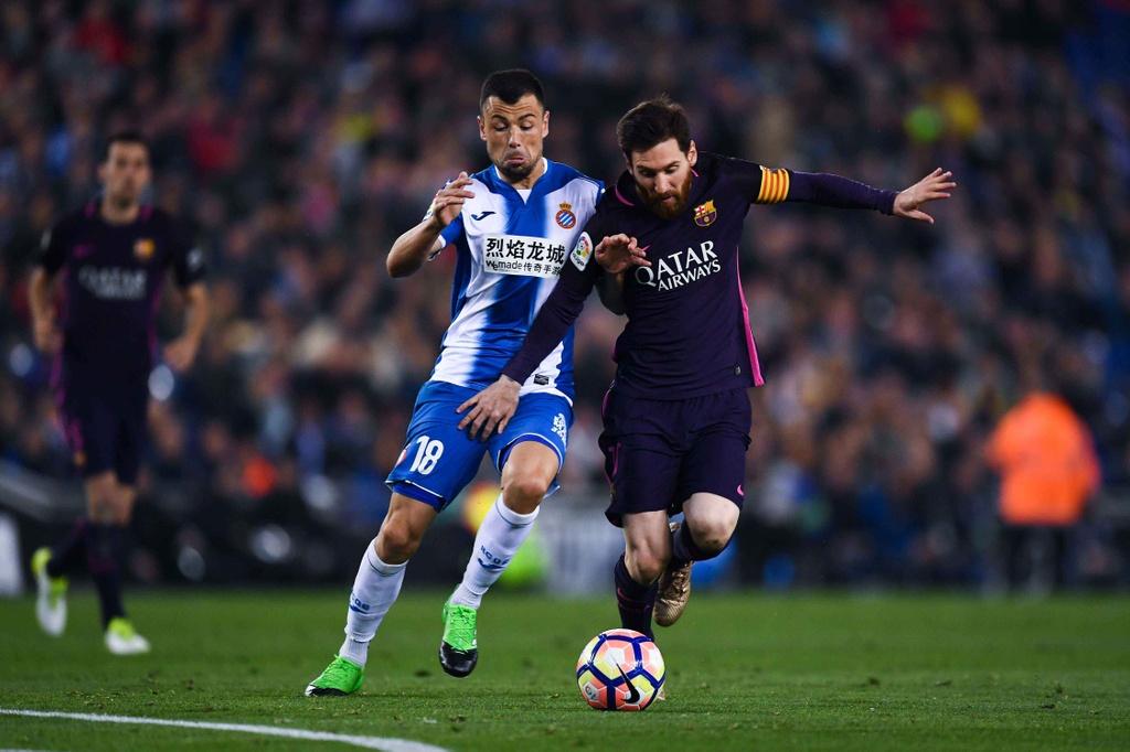 Luis Suarez lap cu dup, Barca giu vung ngoi dau hinh anh 7