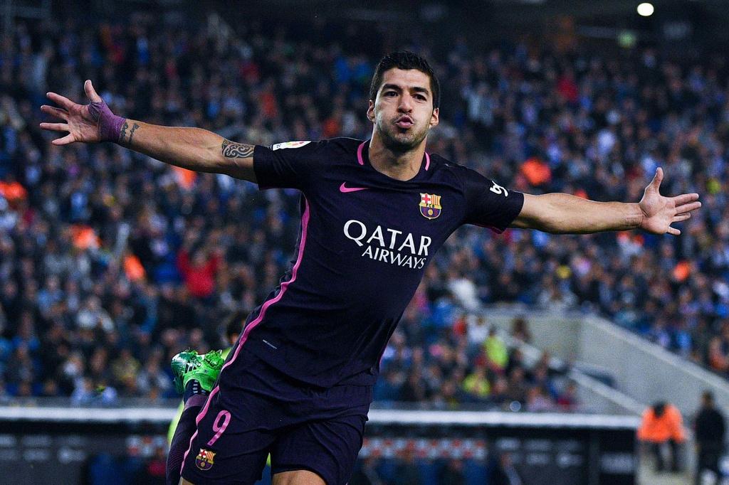 Luis Suarez lap cu dup, Barca giu vung ngoi dau hinh anh 1