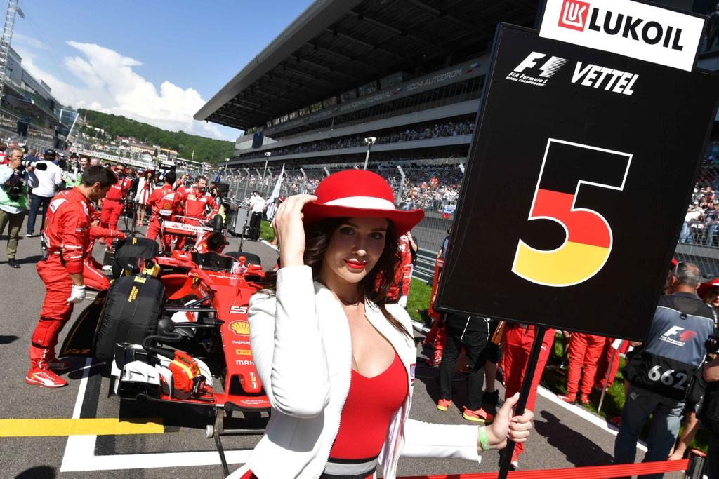 grid girl xinh dep ham nong chang F1 anh 6