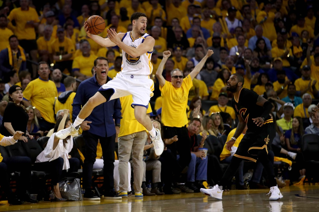 Curry, Durant toa sang, Warriors dan Cavaliers 2-0 hinh anh 1
