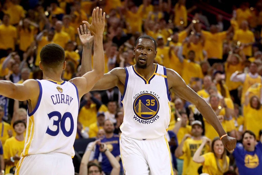 Curry, Durant toa sang, Warriors dan Cavaliers 2-0 hinh anh 2