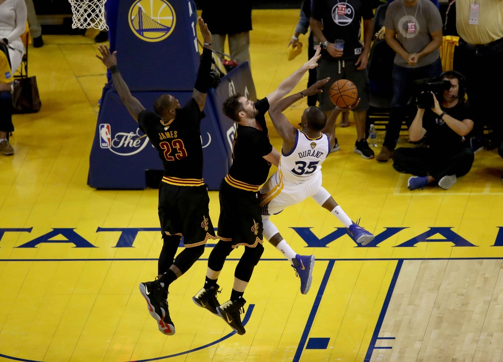 Curry, Durant toa sang, Warriors dan Cavaliers 2-0 hinh anh 7