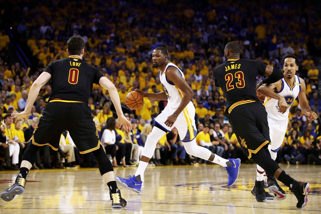 Curry, Durant toa sang, Warriors dan Cavaliers 2-0 hinh anh 4