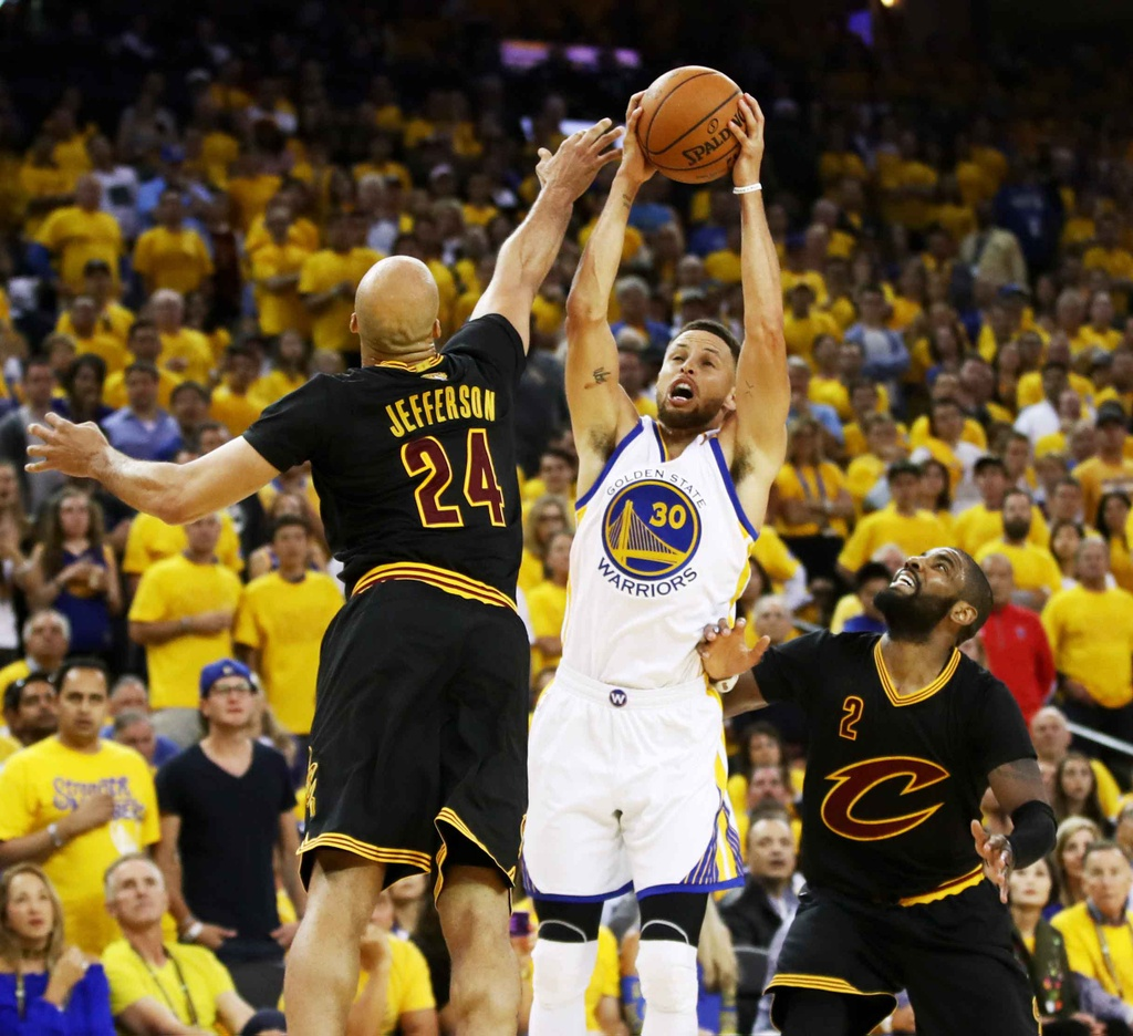 Curry, Durant toa sang, Warriors dan Cavaliers 2-0 hinh anh 8