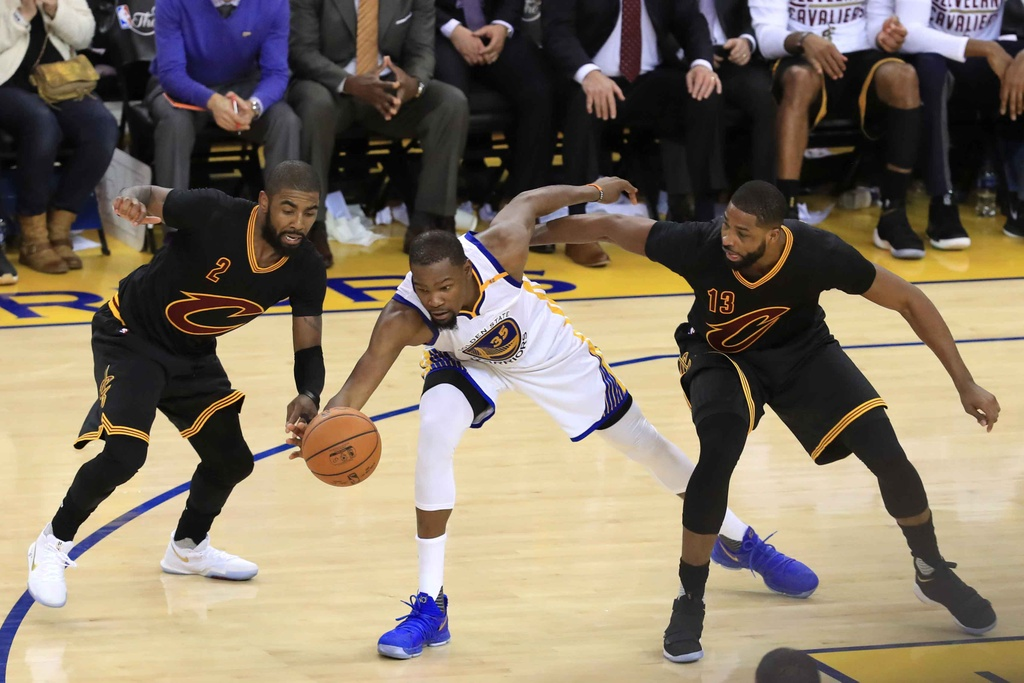 Curry, Durant toa sang, Warriors dan Cavaliers 2-0 hinh anh 6