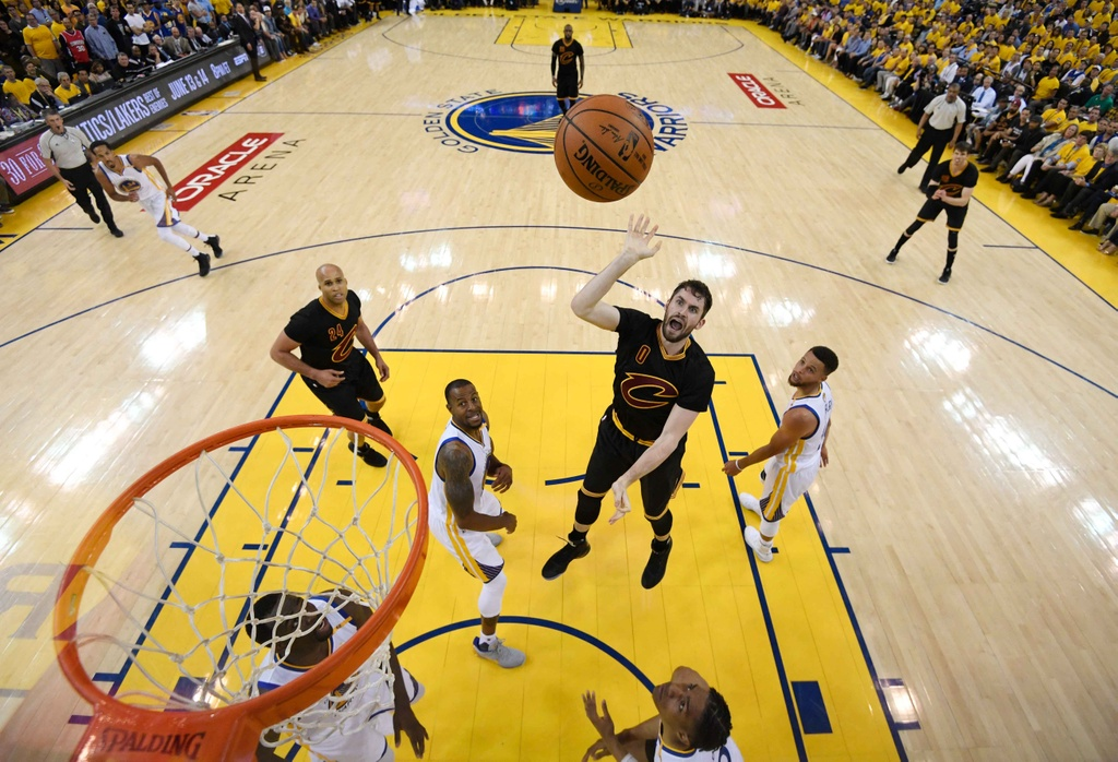 Curry, Durant toa sang, Warriors dan Cavaliers 2-0 hinh anh 3