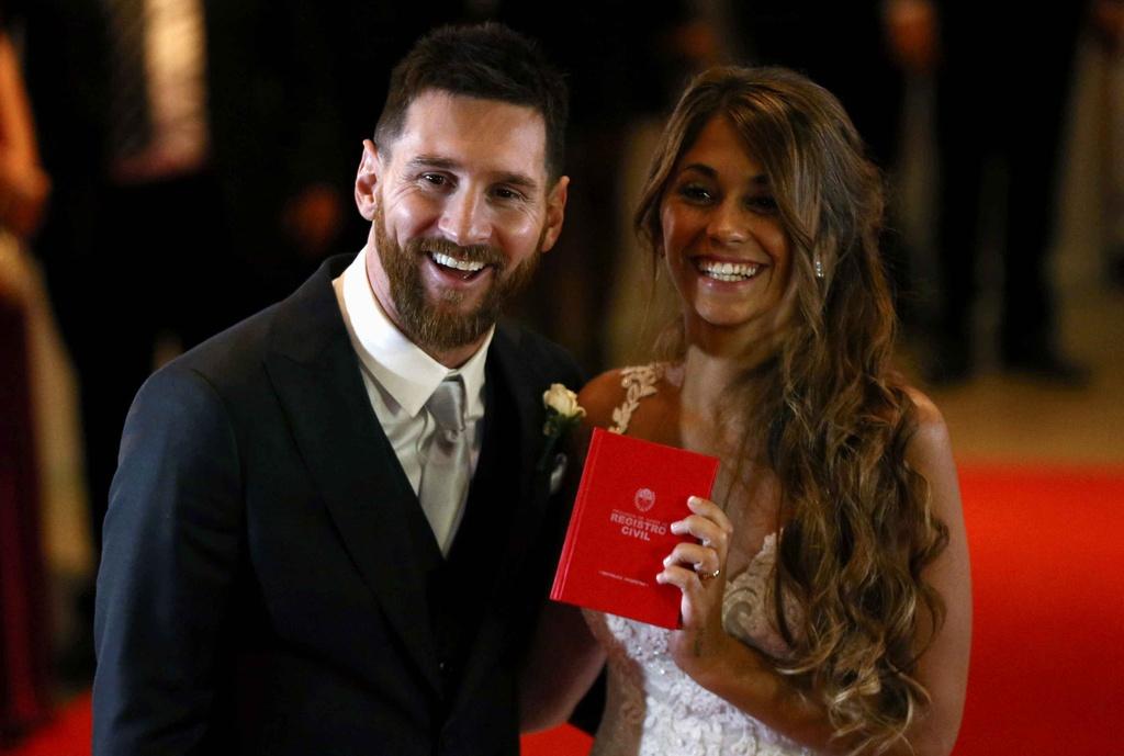Messi hanh phuc khoa moi Antonella anh 4