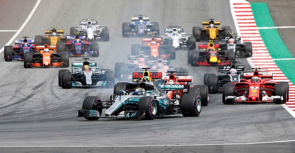 Dan grid girl ham nong truong dua F1 nuoc Ao hinh anh 10