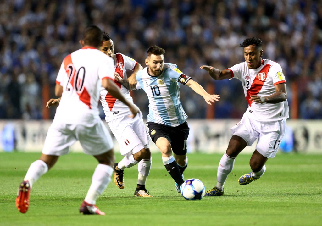 Messi om dau tiec nuoi truoc nguy co ngoi nha xem World Cup hinh anh 6