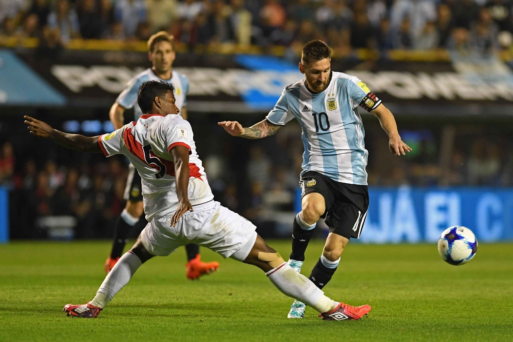 Messi om dau tiec nuoi truoc nguy co ngoi nha xem World Cup hinh anh 9