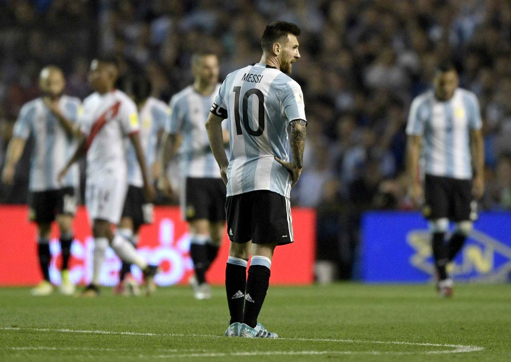 Messi om dau tiec nuoi truoc nguy co ngoi nha xem World Cup hinh anh 3