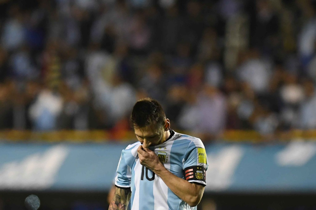 Messi om dau tiec nuoi truoc nguy co ngoi nha xem World Cup hinh anh 11