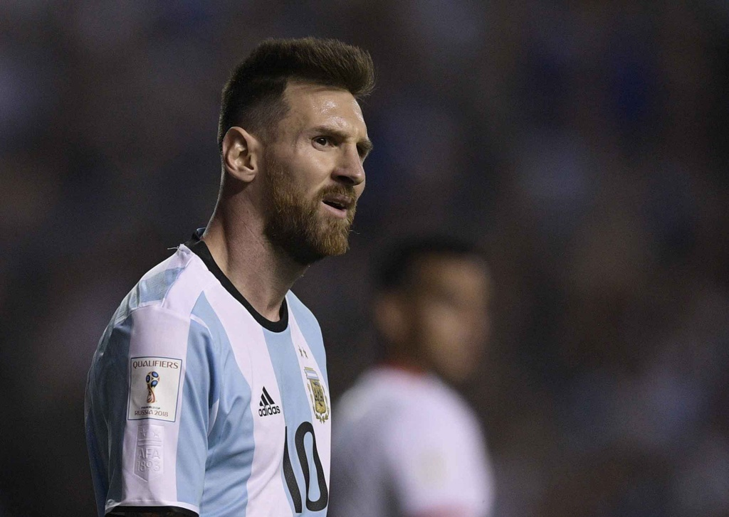 Messi om dau tiec nuoi truoc nguy co ngoi nha xem World Cup hinh anh 5