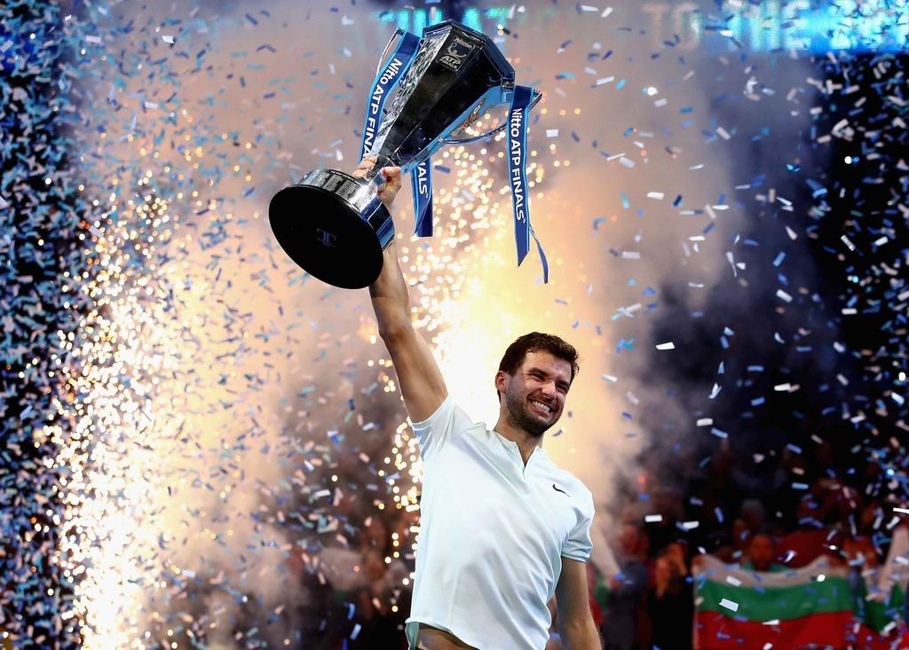 'Tieu Federer' guc xuong hanh phuc mung danh hieu lon nhat su nghiep hinh anh 14