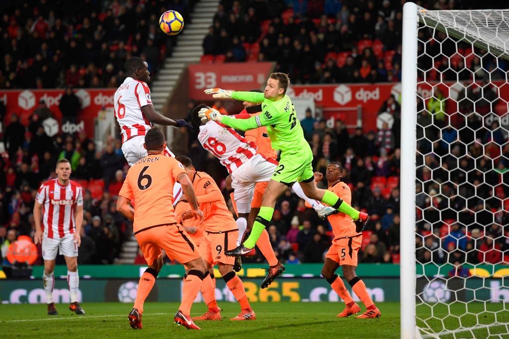 Salah lap cu dup, Liverpool thang dam Stoke de ap sat top 4 hinh anh 6
