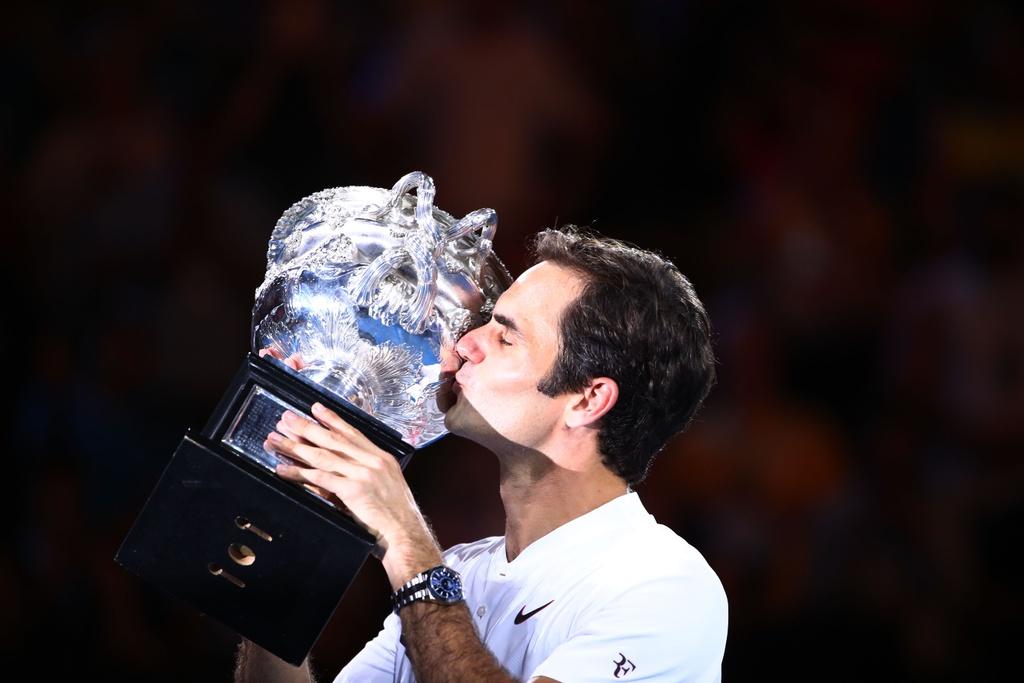 Federer dam nuoc mat tren buc nhan Grand Slam thu 20 hinh anh 8
