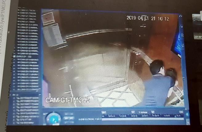 Nguyen Pho chanh toa Toi cao: Phai khoi to vu dam o trong thang may hinh anh 1