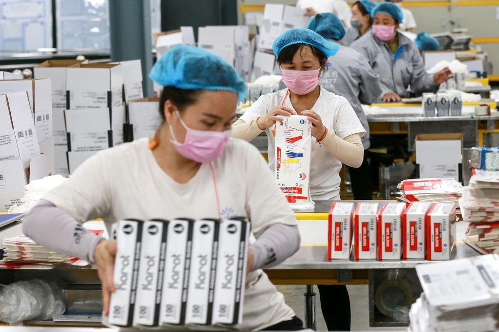 'Cu soc virus thu hai' khien cac nha may Trung Quốc lao dao hinh anh 2 congnhan1.jpg
