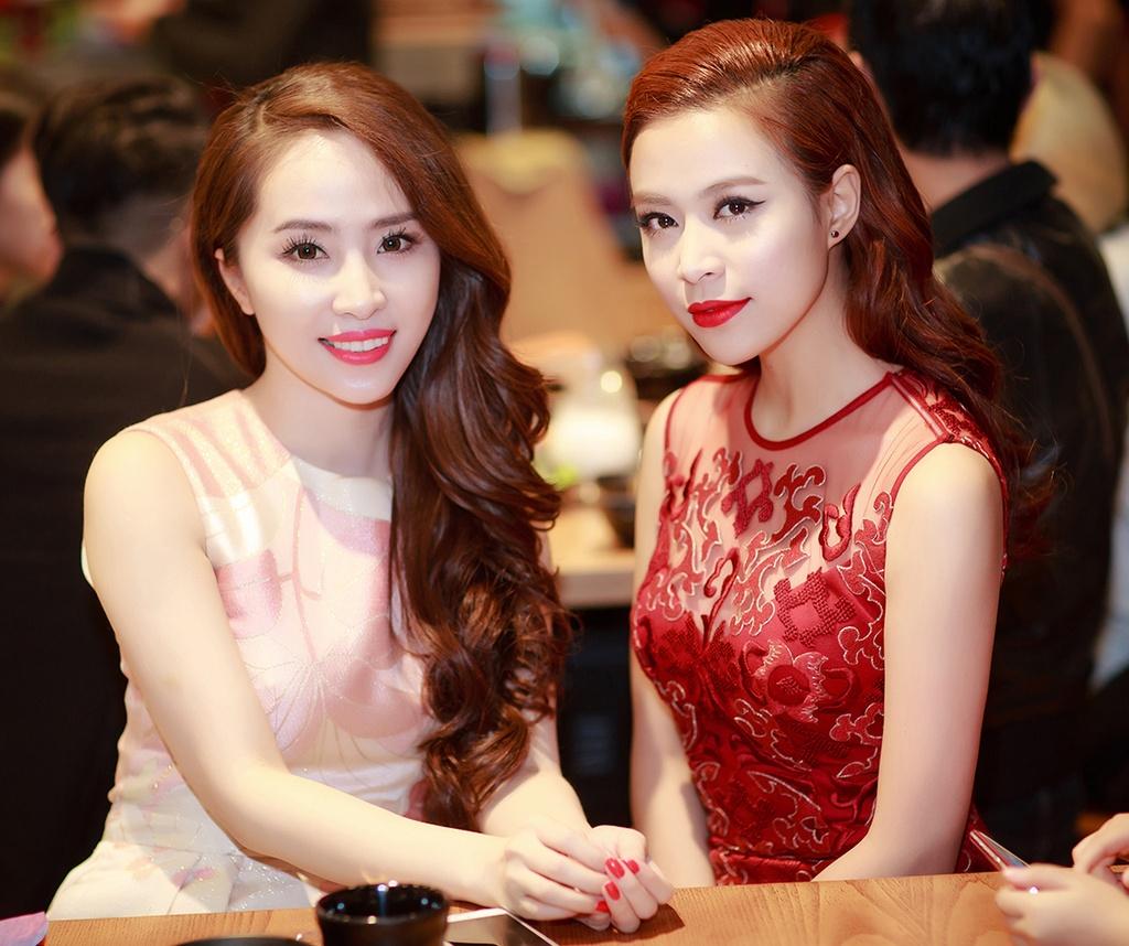 Hoang Thuy Linh quyen ru voi vay ren do o su kien hinh anh 5