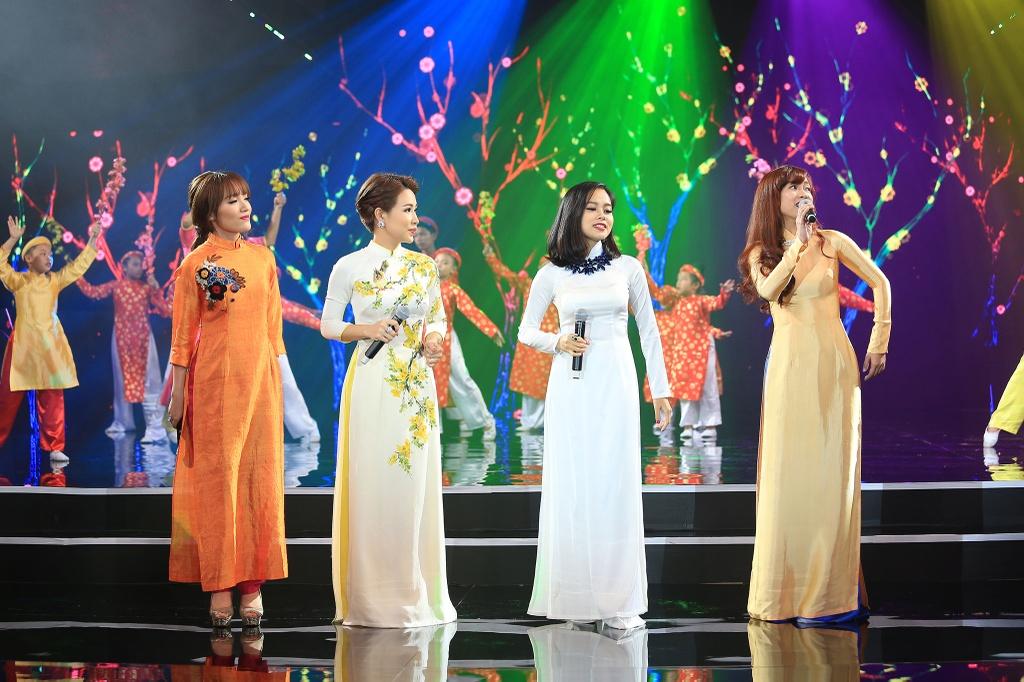 Dan sao Viet hoi ngo tren san khau Chao 2016 hinh anh 2
