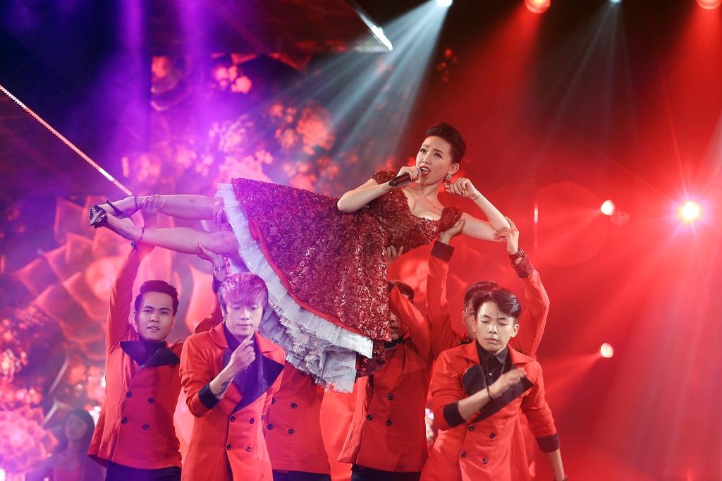 Dan sao Viet hoi ngo tren san khau Chao 2016 hinh anh 13