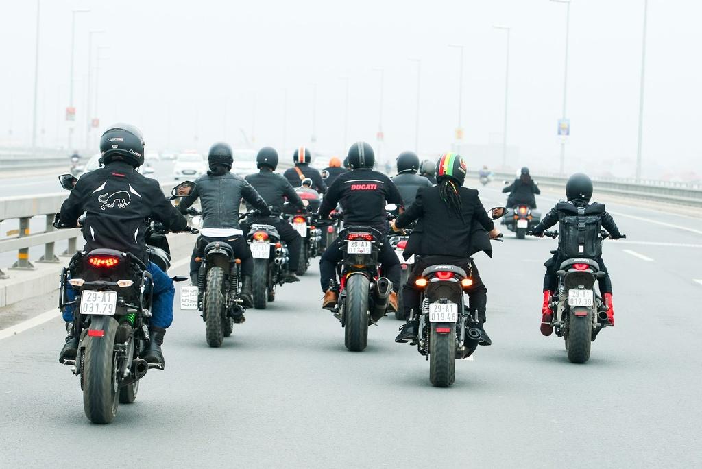 MC Anh Tuan dan dau doan biker Ha Noi tien dua Tran Lap hinh anh 10