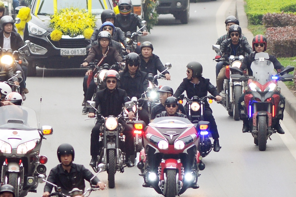 MC Anh Tuan dan dau doan biker Ha Noi tien dua Tran Lap hinh anh 4