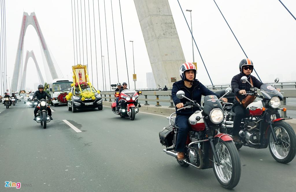 MC Anh Tuan dan dau doan biker Ha Noi tien dua Tran Lap hinh anh 13