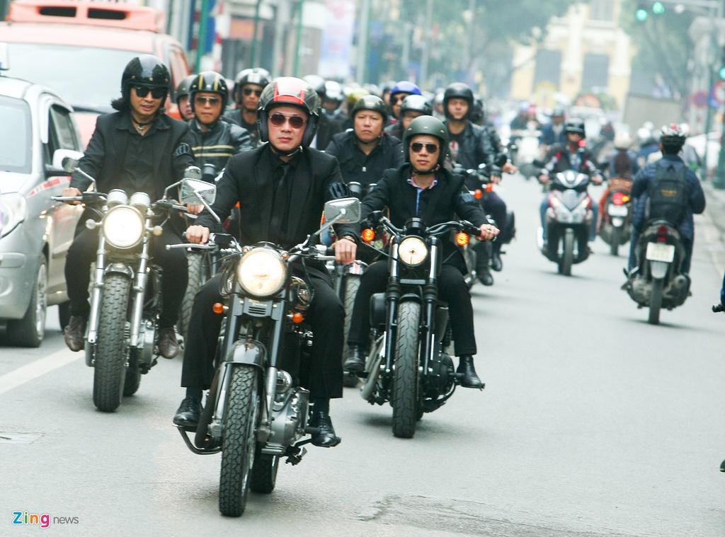 MC Anh Tuan dan dau doan biker Ha Noi tien dua Tran Lap hinh anh 3