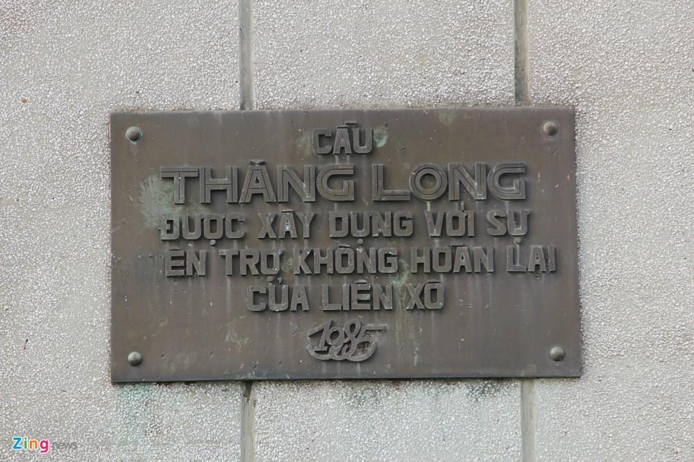 Bo truong The di bo thi sat tren cau bieu tuong mot thoi cua Ha Noi hinh anh 3