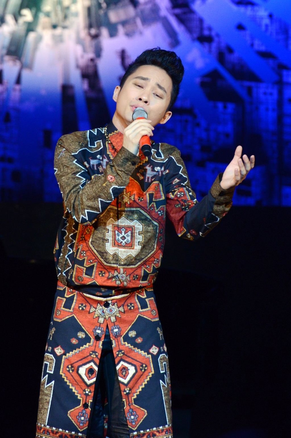 Tung Duong hat ca khuc moi tang con trai dau long hinh anh 1