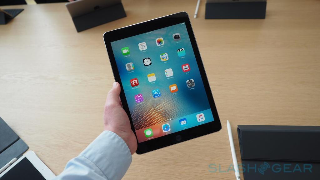 Apple ra mat iPad Pro 9,7 inch gia tu 599 USD hinh anh 1
